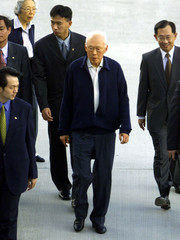 SINGAPORE'S SENIOR MINISTER LEE KUAN YEW ARRIVES IN TAIWAN.