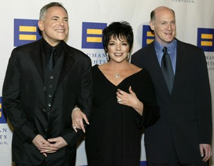 LIZA MINNELLI ARRIVES AT HUMAN RIGHTS CAMPAIGN ANNUAL GALA.