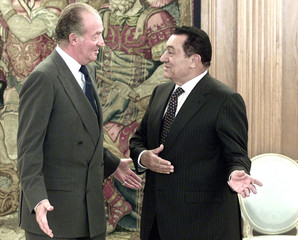 SPANISH KING JUAN CARLOS TALK WITH EGYPTIAN PRESIDENT MUBARAK ATZARZUELA PALACE.