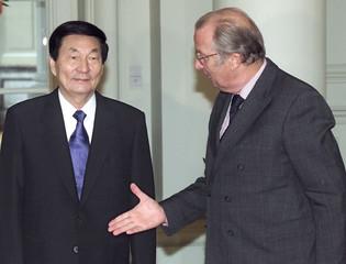 CHINESE PREMIER ZHU RONGJI WELCOMED BY BELGIAN KING ALBERT IN BRUSSELS.