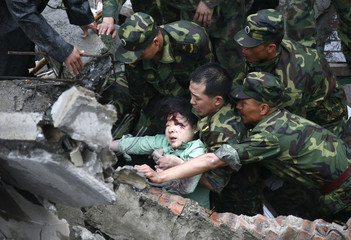 Soldiers rescue injured woman from rubble in earthquake-hit Beichuan County, Sichuan province