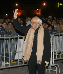 Indian director Yash Chopra waves to supporters during International Film Festival in Marrakesh