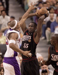 RAPTORS WILLIAMS TRIES TO BLOCK 76ERS MUTOMBO DURING NBA PLAYOFFS.