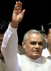 INDIA PRIME MINISTER VAJPAYEE WAVES ON HIS ARRIVAL TO PARLIAMENT IN NEWDELHI.