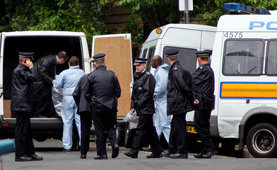 POLICE REMOVE ARTICLES FROM THE HOME OF MUSLIM CLERIC ABU HAMZA AFTER HIS ARREST IN LONDON.
