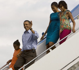 U.S. President Obama and the first family arrive for their vacation in Hawaii