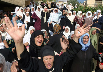 Palestinians mourns during the funeral of Mohammed Bany Oudi in Tamoun