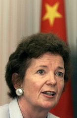 MARY ROBINSON ANSWERS QUESTIONS AT NEWS CONFERENCE IN BEIJING.