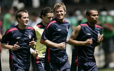 England's Owen, Hargreaves, Beckham and Cole jog before Group B World Cup 2006 soccer match against Paraguay in Frankfurt