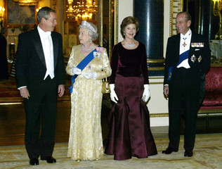 PRESIDENT BUSH FIRST LADY LAURA BUSH THE QUEEN AND DUKE OF EDINBURGHARRIVE FOR A STATE BANQUET.