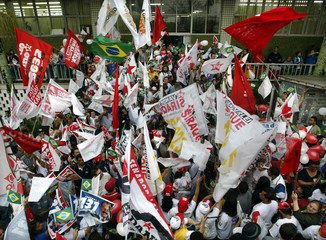 BRAZILIAN WORKERS PARTY SUPPORTERS CHANT SLOGANS AT POLITICAL RALLY INSAO BERNADO DO CAMPO.
