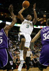 New Orleans Hornets guard Chris Paul attempts to score past Sacramento Kings defenders in New Orleans