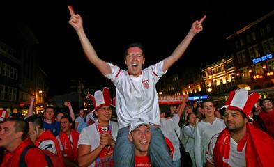 Sevilla's soccer fans celebrate team's victory over Middlesbrough in Eindhoven