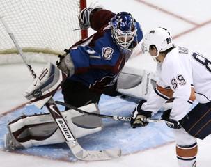 Avalanche goaltender Budaj blocks first shootout attempt in Denver