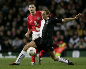 Netherlands' Kromkamp and England's Lampard during their international friendly soccer match at Villa ...