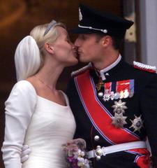 Norwegian Crown Prince Haakon (R) kisses his bride, Crown Princess Mette-Marit Tjessem Hoiby at the ..
