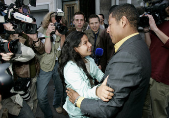 Ecuador's Cajamarca greets her father Loja in Brussels