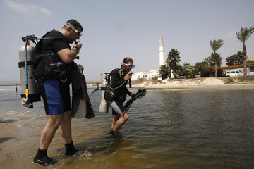 Israeli Divers search for missing Rose Pizem along Tel Aviv's Yarkon River