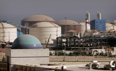 - PHOTO TAKEN 28MAY06 -A view of a petrochemical complex in Assaluyeh seaport at the Persian Gulf, ..
