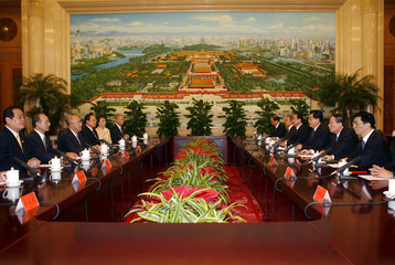 Chinese President Hu meets Kuomintang chairman Wu in Beijing