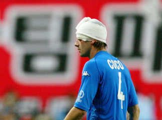ITALYS COCO RETURNS TO THE MATCH WITH HIS HEAD BANDAGED IN TAEJON.