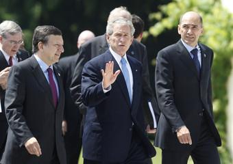 U.S. President Bush walks with Barroso and Jansa in Brdo