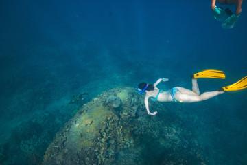 Fototapete - Snorkeling girl underwater