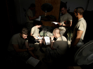U.S soldiers registered to vote cast their last minute ballots in Baquba