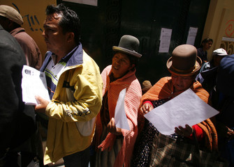 Bolivians line up to formalize their documents at Bolivia's National Electoral Court in La Paz