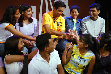 CRICKET FANS SHAKE HANDS WITH INDIAN PLAYER DRAVID IN BOMBAY.