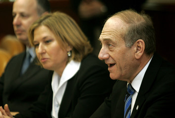Interim Israeli PM Olmert and Israeli FM Livni attend weekly cabinet meeting in Jerusalem