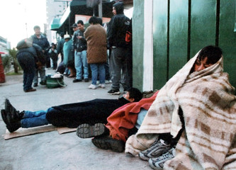 ECUADOREANS SLEEP IN FRONT OF THE SPANISH EMBASSY.