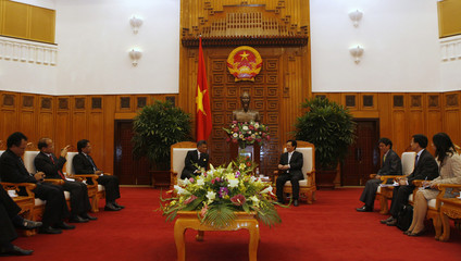 ASEAN Secretary-General Surin Pitsuwan and Vietnam's PM Dung speak at the Government Office in Hanoi