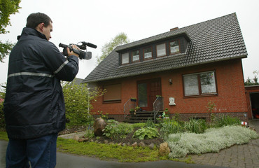 A CAMERAMAN FILMS THE HOME OF THE SUSPECTED 18-YEAR-OLD CREATOR OF THE 'SASSER' COMPUTER WORM IN ...
