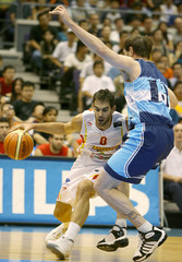 Spain's Calderon tries to get past Argentina's Nocioni during Philips Singapore Cup basketball game in Singapore