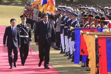 South Korean President Lee and his Peruvian counterpart Garcia inspect an honour guard during a welcoming ceremony in Seoul