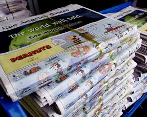 PEANUTS CREATOR CHARLES SCHULZ FINAL SUNDAY COMIC STRIP AT NEWSSTAND.