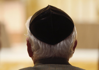A man wearing a Yamika attends the Holocaust Remembrance Day at Congregation Emanu-El in New York City