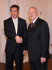 Slovakia's President Gasparovic meets Singapore's Prime Minister Lee in Singapore