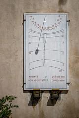 L'horloge solaire à Pitigliano en Toscane