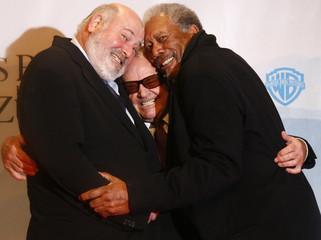 Actors Nicholson, Freeman and director Reiner pose at the premiere of 'Das Beste Kommt Zum Schluss' in Berlin