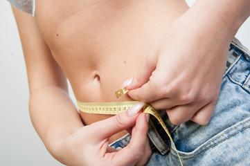 frau BMI mit Massband