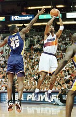 SUNS HARDAWAY SHOOTS PAST LAKERS HORRY.