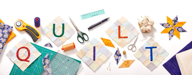 sewn letters, consisting to the word quilt surrounded by accessories for patchwork Fototapete