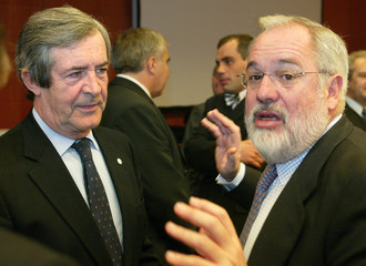 PORTUGUESE FISHERIES MINISTER SEVINATE PINTO AND SPANISH COUNTERPART CANETE ATTEND AN EU FISHERIES ...