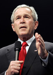 US President Bush speaks about war in Iraq during visit to Central Piedmont Community College in Charlotte
