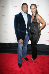Usher (L) and Alicia Keys pose for pictures before the 'Black Ball' in New York