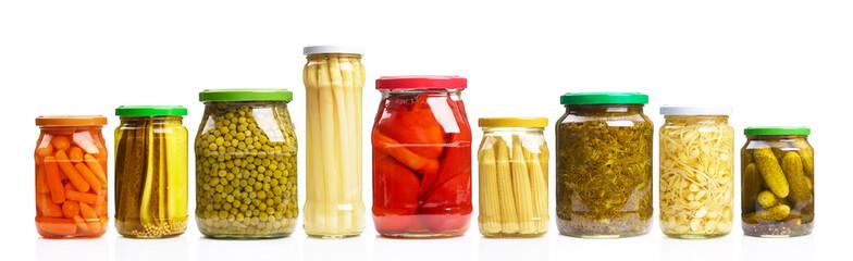 Gemüse in Konservengläsern