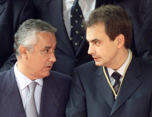 SPANISH OPPOSITION LEADER ZAPATERO TALKS WITH POPULAR PARTY SECRETARY GENERAL ARENAS.