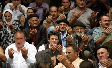 - PHOTO TAKEN 10JUL05 - Bosnian Muslims pray for their killed as they attend a ceremony of re-openin..